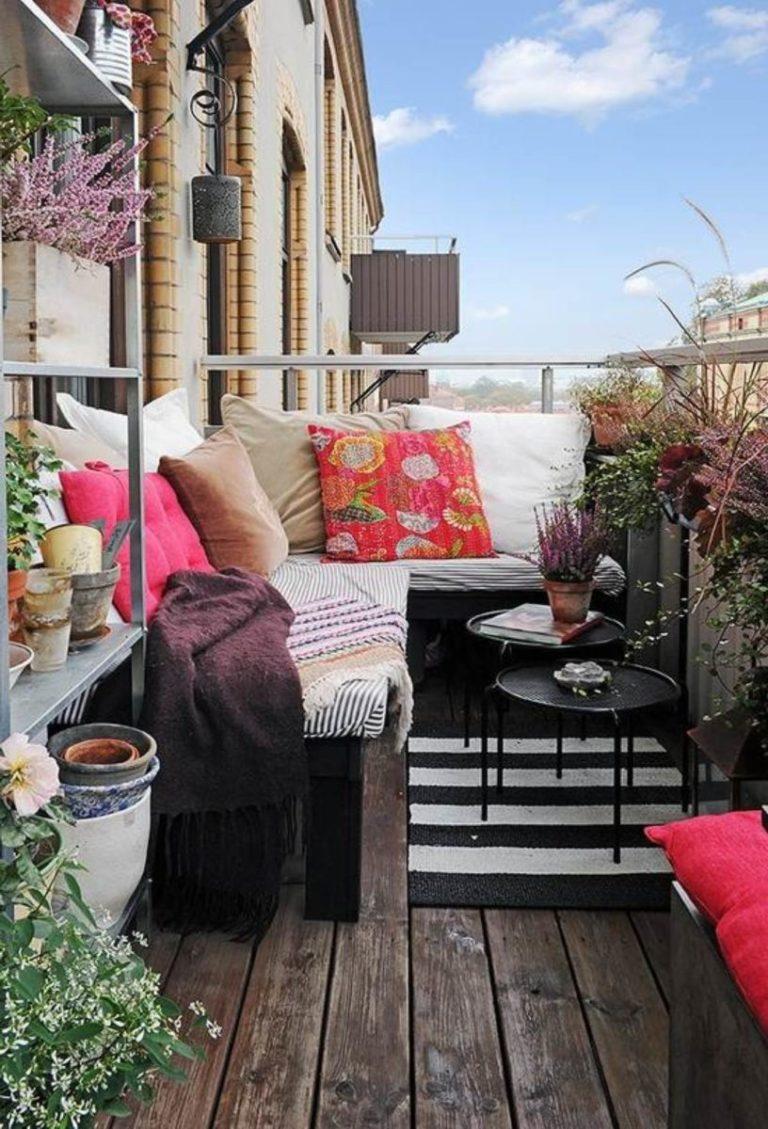 Диван на балкон - 80 фото лучших моделей в интерьере.