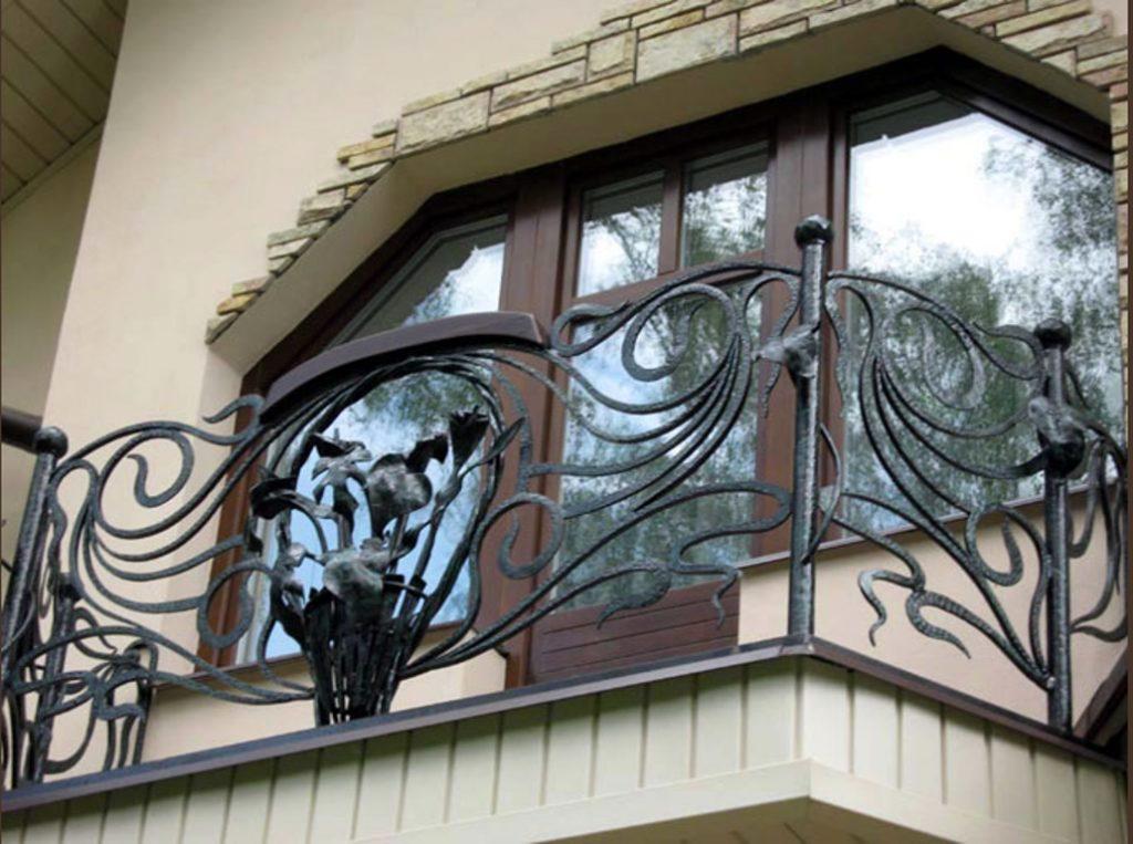Кованые балконы - особенности такого дизайна на 80 фото.