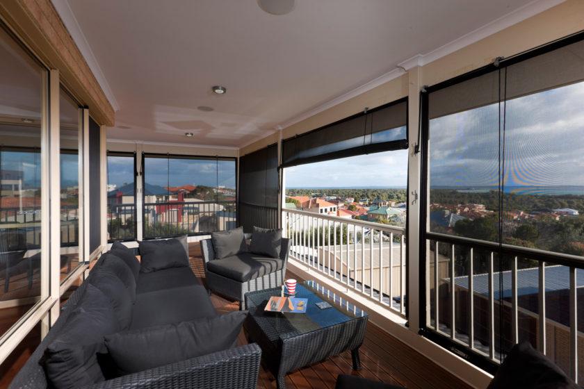 balkon mit panoramablick. Black Bedroom Furniture Sets. Home Design Ideas