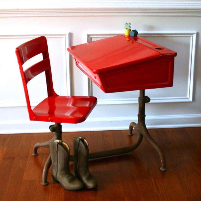 Стол письменный для двоих детей школьников вдоль стены: Письменный стол для школьника