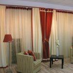 Современный стиль штор в гостиной.