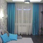 Красивые шторы в гостиной комнате.