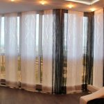 Японские панели из легкой ткани в зале.