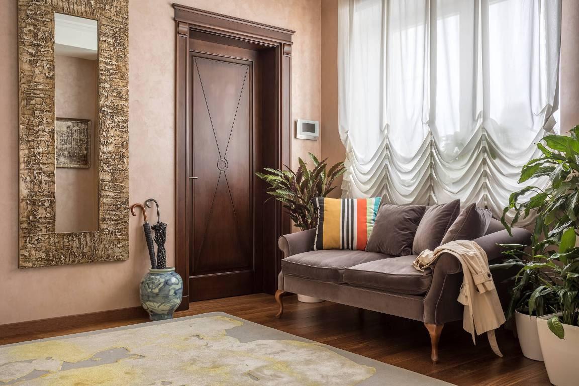 Австрийская штора в интерьере гостиной.